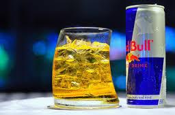 Santé: Le cocktail alcool-Red Bull aussi dangereux que la cocaïne