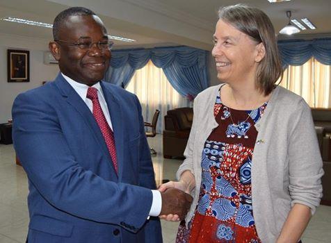 L'Ambassadrice Lucy TAMLYN et le Ministre de l'Energie, de l'Eau et des Mines Dona Jean-Claude HOUSSOU