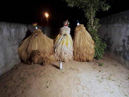 """Les """"Zangbéto"""" ou gardiens de nuit traditionnels au Bénin"""