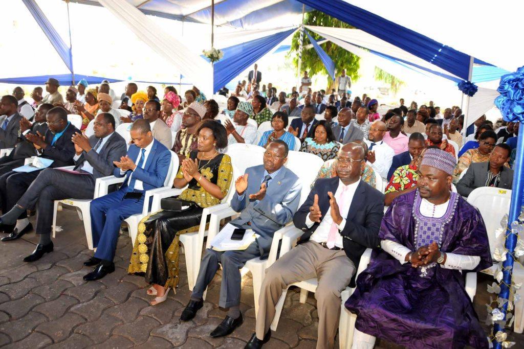 Vue partielle des responsables administratifs et du personnel parlementaire