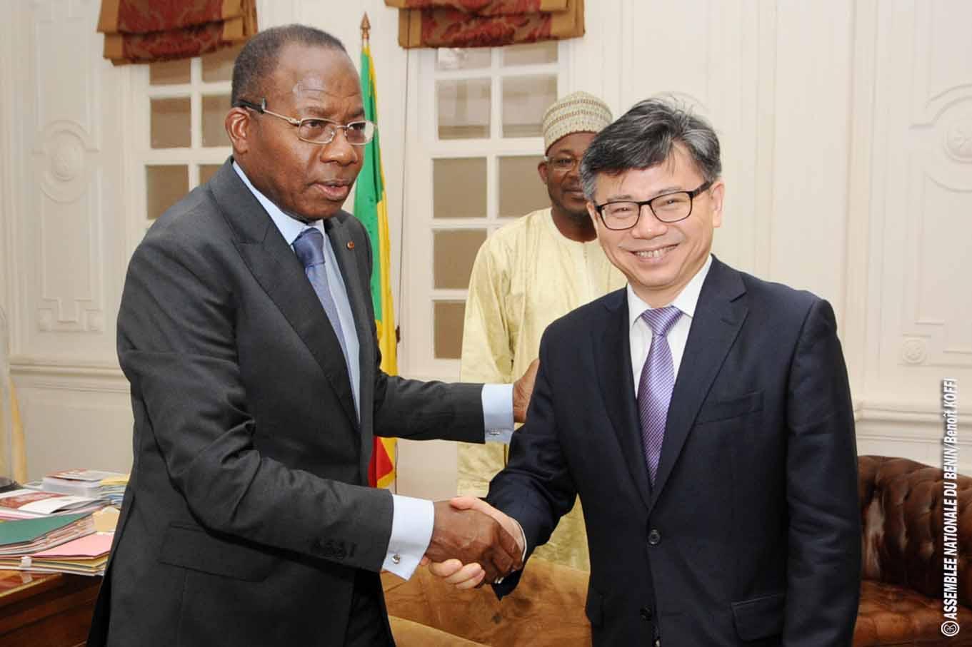 L'Ambassadeur de Chine près le Bénin SEM PENG Jiangtao reçu en Audience par le Président Adrien Houngbedji
